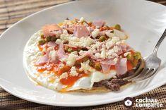 Un delicioso desayuno mexicano, originario de la ciudad de Motul, Yucatán Best Mexican Recipes, Ethnic Recipes, Real Mexican Food, Potato Salad, Breakfast Recipes, Eggs, Lunch, Healthy, Hot