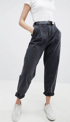 - Schwarze Jeans - Tapered - Ballonstil mit hoher Taille - - - Schwarze Jeans - Tapered - Ballonstil mit hoher Taille - - ASOS DESIGN tapered boyfriend jeans with curved seams and belt in washed black Mode Outfits, Jean Outfits, Casual Outfits, Fashion Outfits, Fashion Ideas, Jeans Fashion, Hipster Outfits, Fashion Shoes, Fashion Clothes