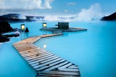 にある世界最大の碧い温泉「ブルーラグーン」(アイスランド/北欧)