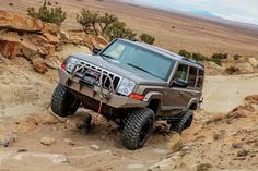 2006 Jeep Commander Spare Tire Carrier - Photo 106964690 - 2006 Jeep Commander That Gets Wheeled Hard