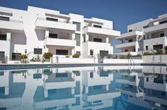 Apartamentos nuevos en Conil. 88-95 m2. 2-3 habitaciones, 2 baños. Garaje, piscina y jardín. Cerca de la playa.   New apartments in Conil. 88-95 m2, 2-3 bedrooms & 2 baths. Garage, swimming pool & garden. Next to the beach. Desde/From 150.000€.