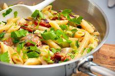 Pasta med bacon og spidskål - pastaret på 20 min. Pasta Med Bacon, 20 Min, Cabbage, Salad, Vegetables, Ethnic Recipes, Food, Veggie Food, Cabbages
