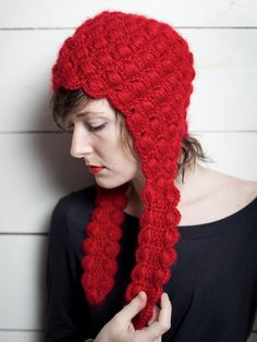 I wish I could make this. Be one of those persons who can take one look at something and tell what type of yarn and which hook and how many stiches. Someday. Hortensia - Chuyo Hat
