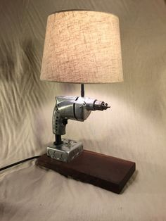 Drill Desk Lamp by PlaneArtWoodworks on Etsy prijs Cool Lamps, Lamp, Desk Lamp, Industrial Style Lamps, Lamp Design, Diy Lamp, Automotive Decor, Repurposed Lamp, Creative Lamps