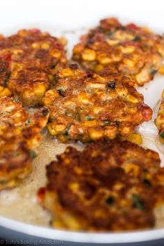 Crispy, savory, and easy corn fritters are all mixed together in 1 bowl. Serve with a cool and creamy honey jalapeño yogurt dip! Spicy Recipes, Vegetarian Recipes, Cooking Recipes, Savoury Recipes, Bread Recipes, Easy Corn Fritters, Zucchini Fritters, Biscuits, Finger Food Appetizers