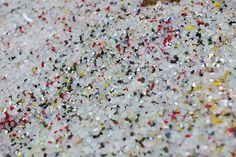 #Paillettes de #plastiques Paprec  #recycling  http://www.paprec.com/fr/comprendre-recyclage/recyclage-plastique/regeneration-micronisation-broyage-plastiques
