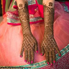 Mehndi is one of the most important. It is a loved one and never gets old designs. There is a lot of verity of latest mehndi designs for you. Beautiful Simple Mehndi Design, Latest Simple Mehndi Designs, Arabic Bridal Mehndi Designs, Traditional Mehndi Designs, Back Hand Mehndi Designs, Stylish Mehndi Designs, Mehndi Designs For Beginners, Mehndi Designs For Girls, Henna Designs Easy