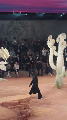 High Fashion Looks, Fast Fashion, Dior Forever, Parsons School Of Design, Dior Couture, Fashion Videos, Famous Brands, Wedding Styles, Runway Fashion