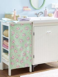 Upcycling: Neuer Look für Ihren Badezimmerschrank Romantic and a bit playful is this DIY idea for your bathroom cabinet. Box Room Beds, Jugendschlafzimmer Designs, Diy Home Decor, Room Decor, Diy Home Accessories, Teen Bedroom Designs, Ikea Curtains, Beautiful Interiors, Home Organization