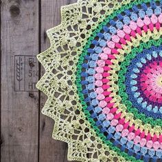 Sunrise Mandala 🌸 Pattern in my blog 🌸 Yarn: Järbo 8/4 from @jarbogarn 🌸 Hook: 2,5 🌸 size: 50cm 🌸 Happy craft day 🌸