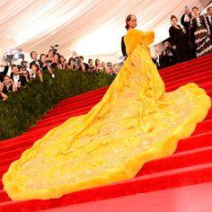 El Metropolitan Museum of Art de Nueva York ha desplegado su alfombra roja para acoger un vez más la noche más importante de la moda. Como cada año, las celebrities han hecho su particular interpretación de la temática de la gala que este año llevaba por título 'China: through the Looking Glass'. Aquí tienes la 'red carpet' al completo.
