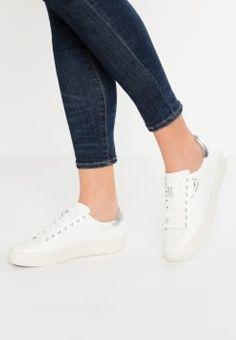c0dd8751288d45 20 beste afbeeldingen van Kleding in 2019 - Sneakers, Miss selfridge ...