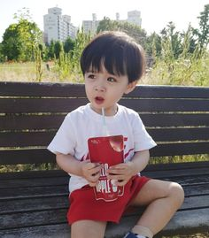 baby ulzzang What was it like to be an impromptu parent when you were still … - Modern Baby Momma, Cute Baby Boy, Cute Little Baby, Little Babies, Cute Kids, Cute Asian Babies, Korean Babies, Asian Kids, Cute Baby Videos