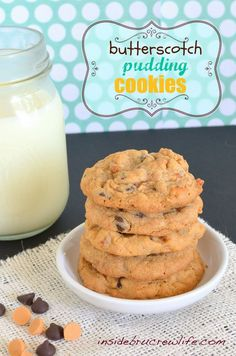 Butterscotch Pudding Cookies from www. - Butterscotch pudding and pretzel pieces give these cookies a fun sweet and salty twist Cookies Receta, Galletas Cookies, Yummy Cookies, Shortbread Cookies, Sugar Cookies, Cookie Desserts, Just Desserts, Delicious Desserts, Dessert Recipes