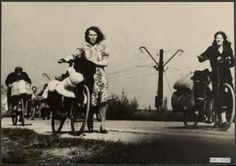 Hongerwinter 1944/1945 Beschrijving Hongerwinter. Voedselzoektochten op de fiets Datum 1945 Trefwoorden honger, tochten, tweede wereldoorlog Fotograaf Andriesse, Emmy