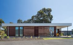 Eve house's east elevation with sliding timber screens >>> movable wooden sunscreens