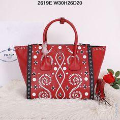 Оригинальная кожаная сумка Prada красного цвета с рисунком