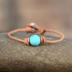 Bracelet Turquoise, Turquoise Beads, Turquoise Stone, Bracelets Wrap En Cuir, Beaded Bracelets, Beaded Jewelry, Cordon En Cuir, Bracelets Design, Beaded Leather Wraps