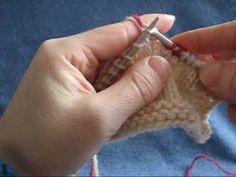 Instruktionsvideo der viser hvordan du hæfter ender, mens du strikker = strikkehæfter.
