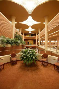 Frank Lloyd Wright's SC Johnson Administration Building Frank Lloyd Wright Buildings, Frank Lloyd Wright Homes, Organic Architecture, Art And Architecture, Architecture Student, Classical Architecture, Johnson Wax, Beton Design, Genius Loci