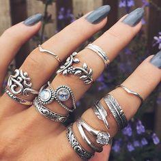 I just like her hand with all of the rings and long, dark, nails. Ontdek en deel de mooiste afbeeldingen van over de hele wereld.