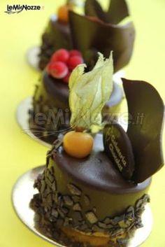 Semifreddi con decorazioni di pasta di zucchero da affiancare alle torte nuziali