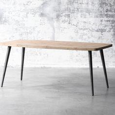 Table Norge en teck, réalisée avec passion par nos artisans. #bois #teck #craftman #table