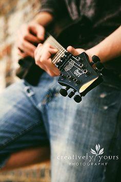Senior picture ideas with guitars. Guitar senior picture ideas for guys. Senior pictures with guitar. Senior picture ideas for musicians. Guitar Senior Pictures, Male Senior Pictures, Guitar Photos, Senior Photos, Senior Portraits, Senior Session, Senior Boy Photography, Musician Photography, Photography Poses