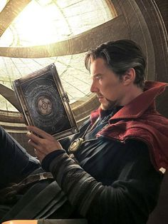 Big fan of Tintin, Sherlock Holmes, Benedict Cumberbatch and Doctor Strange. Marvel 3, Marvel Heroes, Marvel Characters, Marvel Movies, Fictional Characters, Nightwing, Batwoman, Foto Doctor, Marvel Wallpaper