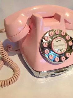 Vintage pink phone! I've always wanted one like this!