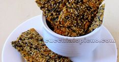 Deliciosa receita de biscoito cracker com sementes e fubá sem glúten!