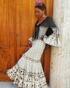 Spanish style – Mediterranean Home Decor Flamenco Costume, Flamenco Dancers, Flamenco Dresses, Spanish Fashion, Spanish Style, Fashion Advisor, Fashion Trends, 1800s Dresses, Mexican Costume