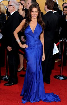 Sofia Vergara's Sexy Red Carpet Style - Sofia Vergara in Roberto Cavalli dress. Vestidos Red Carpet, Red Carpet Dresses, Blue Dresses, Celebrity Red Carpet, Celebrity Style, Elie Saab, Sofia Vergara Hot, Le Grand Bleu, Fall Family Photo Outfits