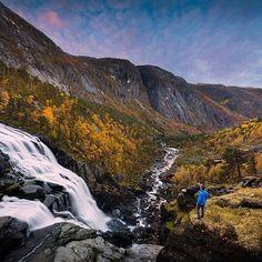📍Husedalen, Kinsarvik Congratulations: @thomaseckhoff #norwayhike #norway #norge #utno #mittnorge #mittlekeland #turistforeningen #hike #hiking #waterfall #waterfalls #autumn #høst #nature #landscape #photographer #landscapephotography #visitnorway #travel #norwegen #wanderlust #outdoor #theglobewanderer #thegreatoutdoors #liveterbestute