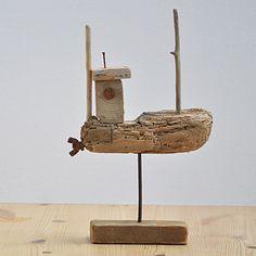 bateau en bois flotté