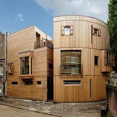 Modelo de casa ecológica projetada por Philippe Starck, é feita de estrutura pré-fabricada e pode ficar pronta em apenas 2 meses.  https://www.facebook.com/photo.php?fbid=175748542618514&set=a.149910438535658.1073741826.129790283881007&type=1&theater #arquiteturasustentavel