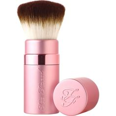 Too Faced Retractable kabuki brush (98 BRL) ❤ liked on Polyvore featuring beauty products, makeup, makeup tools, makeup brushes, beauty, brushes, fillers, makeup brush, cosmetic purse and purse makeup bag