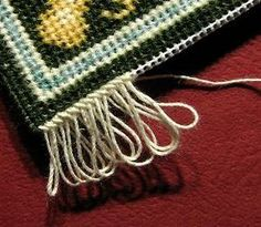 How to add a fringe How to add a realistic fringe to a dollhouse doll-house needlepoint carpet / rug tutorial Cross Stitch Embroidery, Embroidery Patterns, Cross Stitch Patterns, Embroidery Thread, Needlepoint Stitches, Needlepoint Kits, Needlework, Diy Carpet, Rugs On Carpet