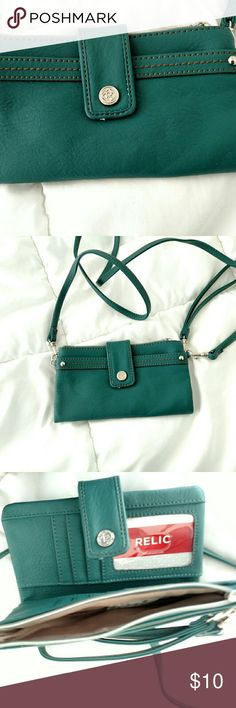 RELIC Nwot  SMALL PURSE CARD HOLDER WRISTLET Relic NWOT wristlet with strap,  organizer,  beautiful color teal Relic Bags Crossbody Bags