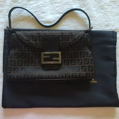 •Fendi Bag• 100% authentic Fendi bag looking for a new home• emblem 49d8c590dc4db