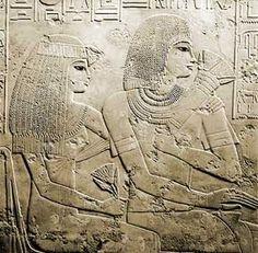 RE RAMOSE E MOGLIE- rilievo in calcare che si trova nella tomba di Ramose, Nuovo Regno, funzione funeraria