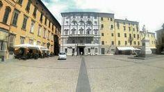 Lucca piazza Mittelalter Häuser Altstadt
