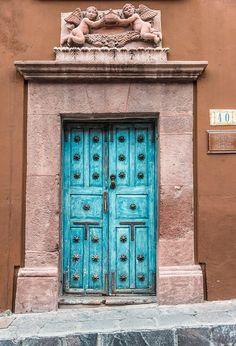 San Miguel de Allende, Guanajuato, Mexico door   ..rh