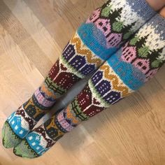 Knitting Humor, Knitting Socks, Cool Socks, Mittens, Fun Crafts, Needlework, Knitting Patterns, Knit Crochet, Projects To Try