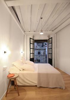 dormitorio / salon / Reforma en Bilbao: cómo recuperar una vivienda en desuso #hogarhabitissimo #modernista #industrial