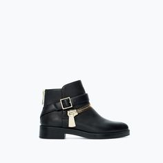 FLAT LEATHER BOOTIE WITH ZIP