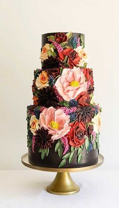 Just like bridal dresses, wedding cakes can also be trendy or obsolete. A traditional wedding cake is usually a white vanilla cake in towering stacked layers. However, we are onto year wedding cake trends are becoming more and more playful. Wedding Cakes With Cupcakes, Unique Wedding Cakes, Beautiful Wedding Cakes, Gorgeous Cakes, Wedding Cake Designs, Pretty Cakes, Amazing Cakes, Cupcake Cakes, Unique Birthday Cakes