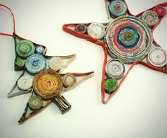 Knock Off Coiled Paper Christmas Ornaments: don't pay a fortune for the store-bought version! Make these homemade Christmas ornaments with recycled magazines instead. Recycled Paper Crafts, Recycled Magazines, Newspaper Crafts, Recycled Books, Recycled Jewelry, Handmade Crafts, Handmade Rugs, Paper Christmas Ornaments, Quilling Christmas