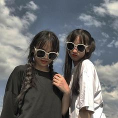 Cute Couple Pictures, Best Friend Pictures, Girl Pictures, Girl Photos, Bff Girls, Boy And Girl Best Friends, Cute Friends, Aesthetic Korea, Aesthetic Girl