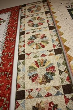 AmericanQuilting: Our upcoming retreat!   love this Dresden Plate table runner.  Would make a gorgeous quilt